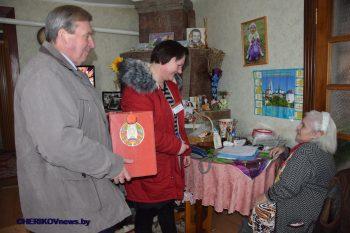 Ветераны труда Ольга Федорова и Евдокия Коваленко воспользовались правом проголосовать на дому