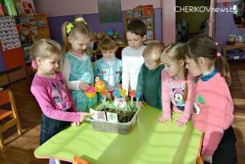 О том, как строится процесс работы в ГУО «Веремейские ясли-сад», корреспонденту «ВЧ» рассказала его  заведующая Лариса Крупская