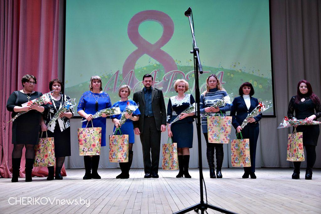 Парад цветов, улыбок, красоты. Праздничным концертом отметили в Черикове Международный женский день