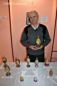 Экспозиция музея «С верою храним традиции» пополнилась работами Владимира Гнедкова