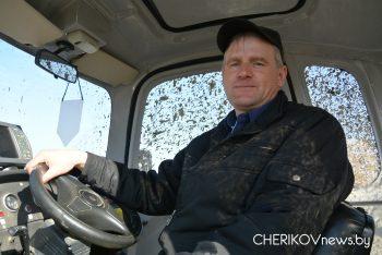 Чэрыкаўскія палі абудзіліся ад гулу трактароў