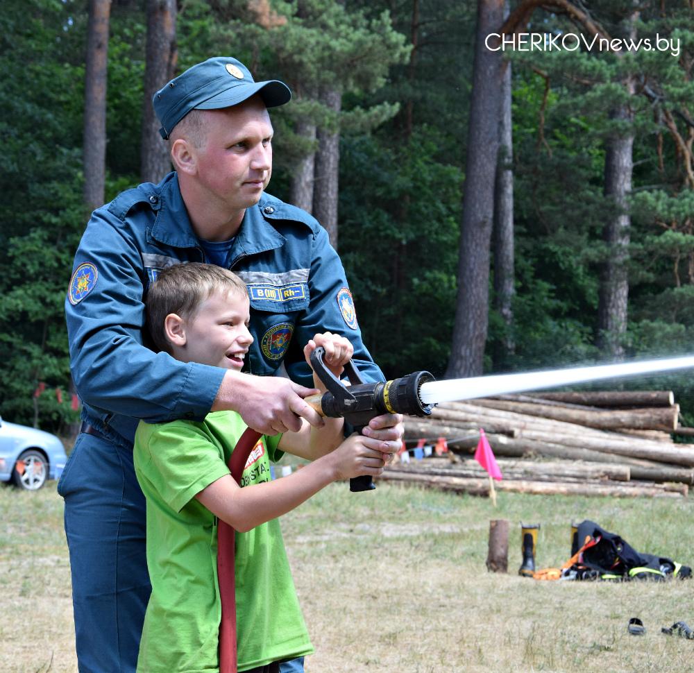 Подвижные игры, соревнования, полевая кухня — чериковские школьники отдохнули в передвижном палаточном лагере