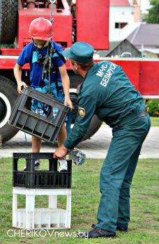 Конкурсы, викторины и парад пожарной техники в Черикове. Сотрудники РОЧС отметили 165-летие пожарной службы Республики Беларусь