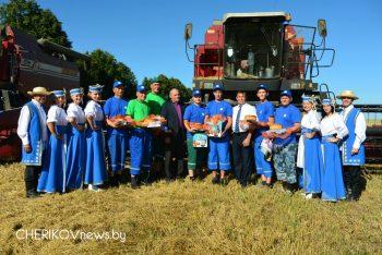 В Чериковском районе определились первые лидеры по намолоту зерна