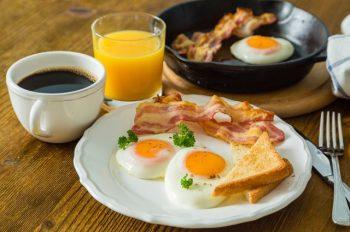 Завтрак съешь сам: почему утренний прием пищи – самый важный