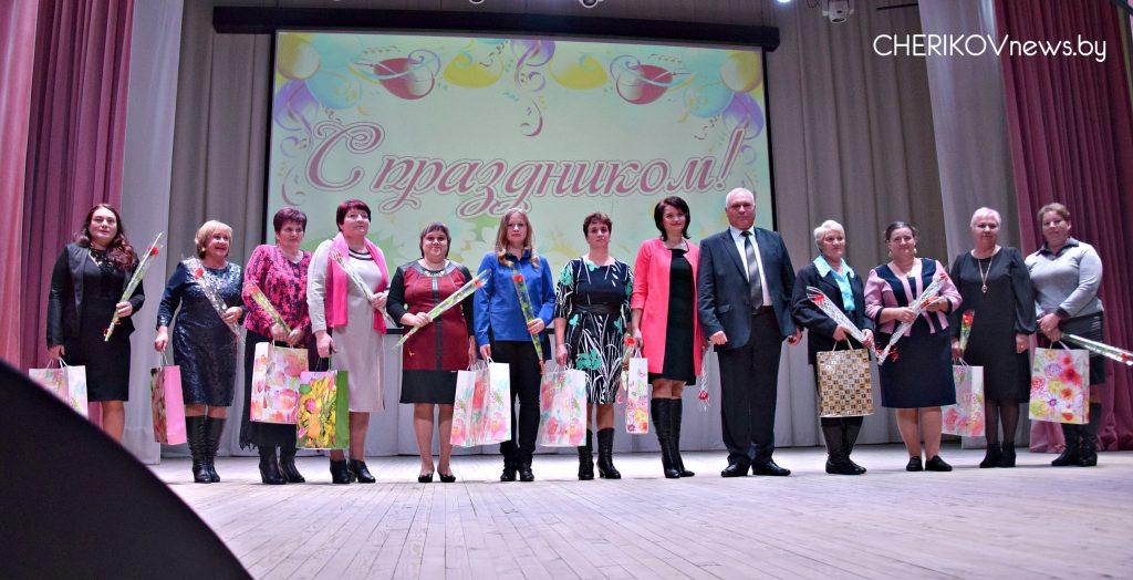 Государственная награда, подарки, улыбки и концерт: в Черикове отпраздновали День матери