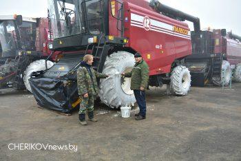 Сельхозтехнику к зиме подготавливают хозяйства Чериковского района