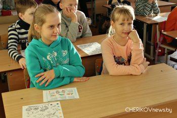 С пользой провели шестой школьный день учащиеся средней школы № 1 города Черикова