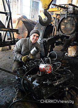 У Чэрыкаўскім раёне своечасова праводзяць рамонтные працы сельгастэхнікі