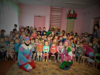 С кукольным представлением в саду № 1 города Черикова побывали сотрудники детского отдела центральной районной библиотеки