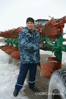 В Чериковском районе сельскохозяйственную технику готовят к весенним работам в поле