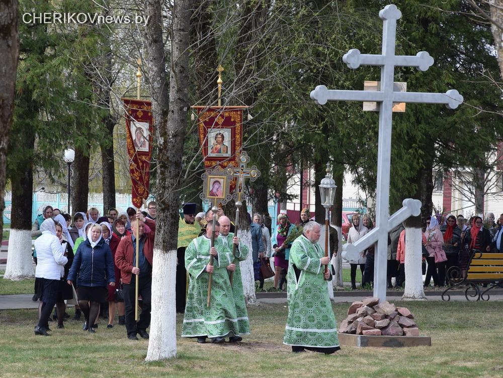 В Черикове  освятили поклонный крест, установленный на месте разрушенной церкви