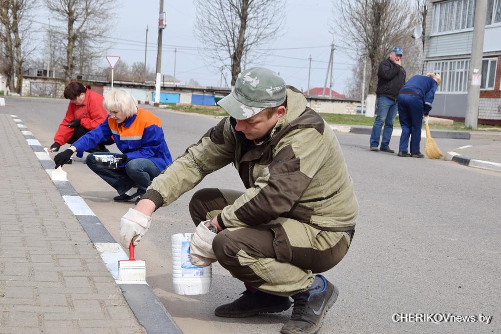 Жители Чериковского района приняли участие в республиканском субботнике