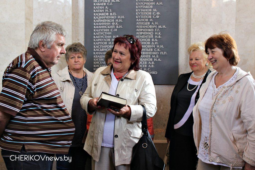 Сохраняя память о подвиге народа. Активисты Чериковской районной ветеранской организации совершили поездку на Буйничское поле