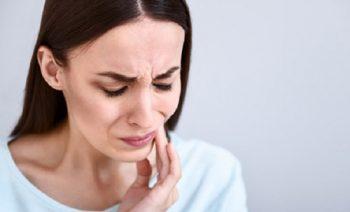 Что делать, если болит зуб? Об этом корреспонденту  «ВЧ» рассказал врач-стоматолог стоматологического кабинета УЗ «Чериковская ЦРБ» Дмитрий Подобед