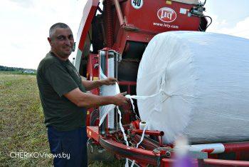 В сельхозпредприятиях Чериковского района пресс-подборщик-обмотчик рулонов «Торнадо» работает на всю мощь