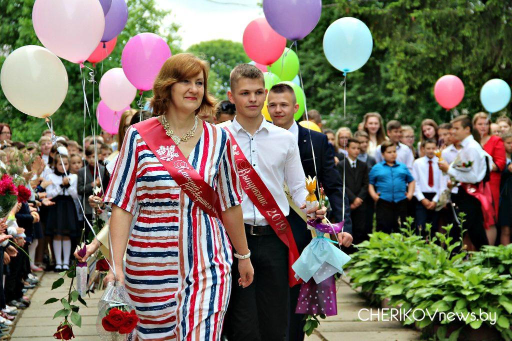 Последний звонок прозвенел для школьников Чериковского района