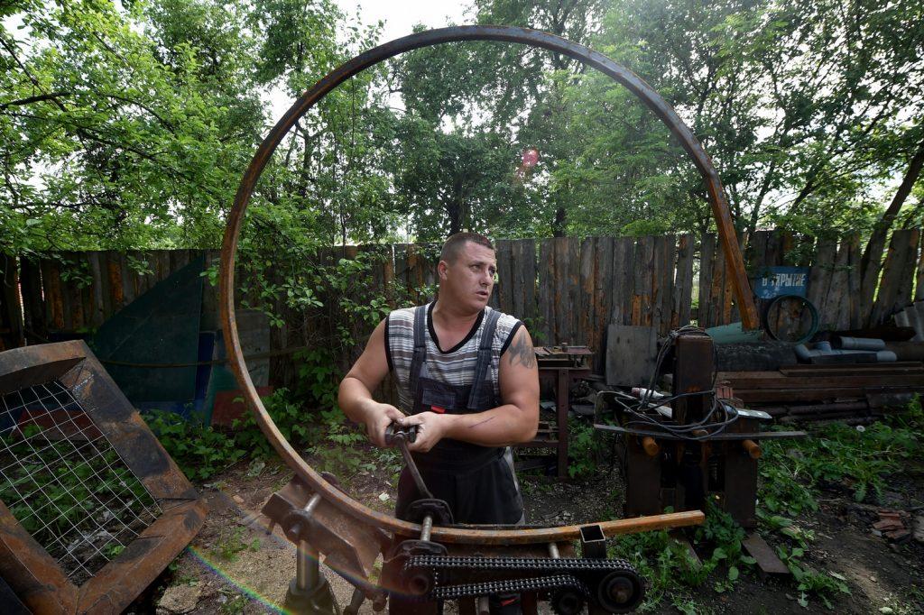 Сергей Лукьянов — кузнечных дел мастер из Черикова