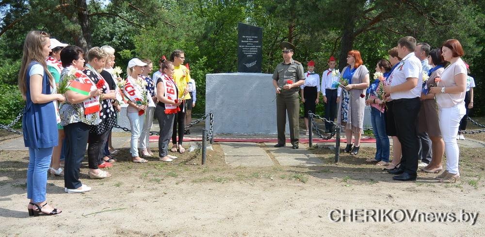 В Черикове почтили память героев войны и расстрелянных мирных жителей