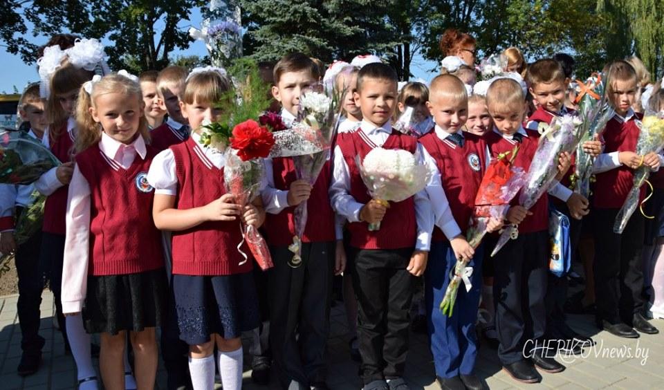 В средней школе №2 города Черикова прошла торжественная линейка