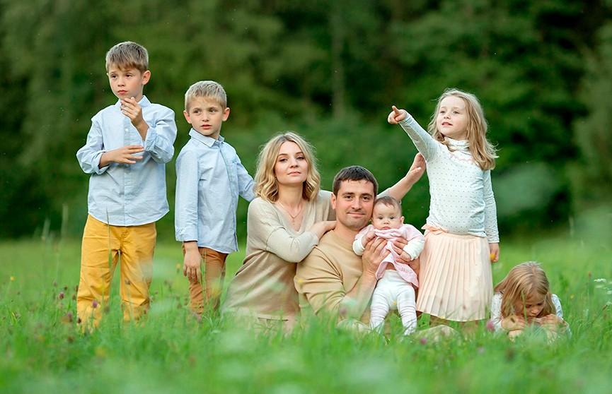 Лукашенко продлил действие программы семейного капитала на 2020-2024 годы