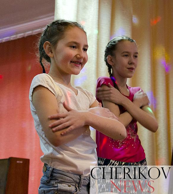 Ярко, блестяще, с изюминкой: в Черикове прошел районный смотр-конкурс детского творчества «Здравствуй, мир!»