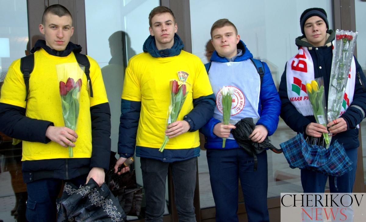 Накануне 8 марта женщины Чериковщины  принимали поздравления