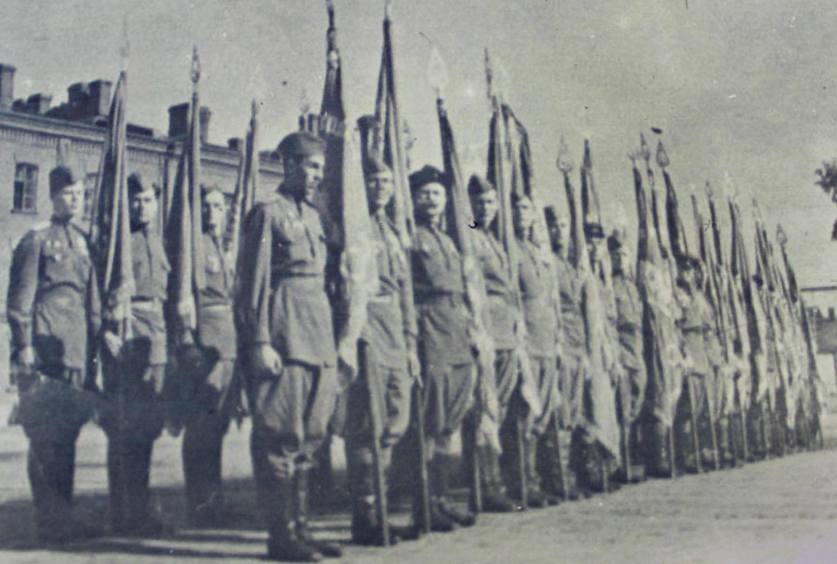 Страница десятая:  «Участник Парада Победы в Москве в 1945 году»