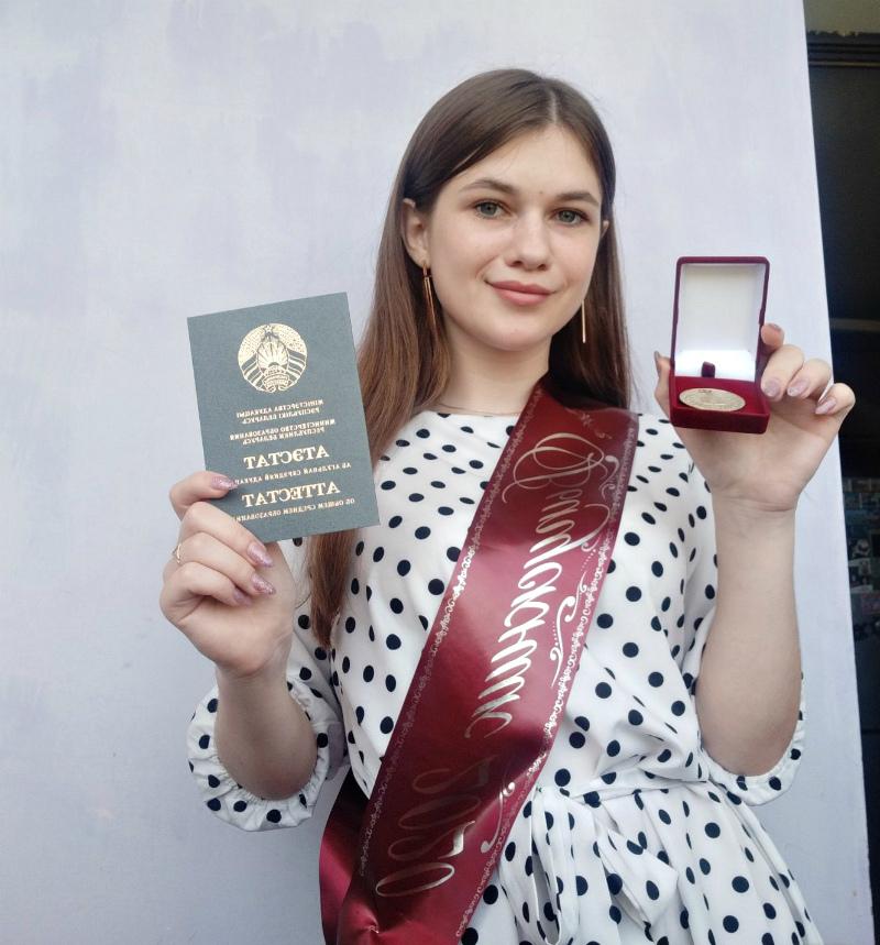 Выпускникам Чериковского района вручили аттестаты и медали
