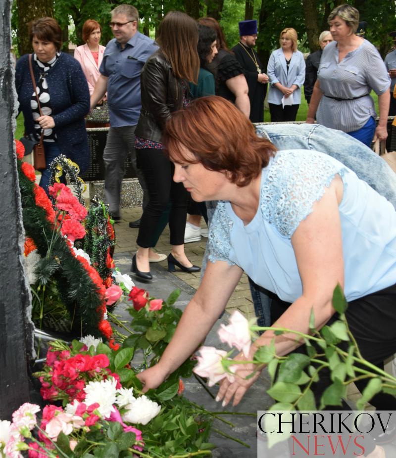 Митинг-реквием в рамках патриотической акции «Звон скорби» собрал жителей Черикова в Парке Победы