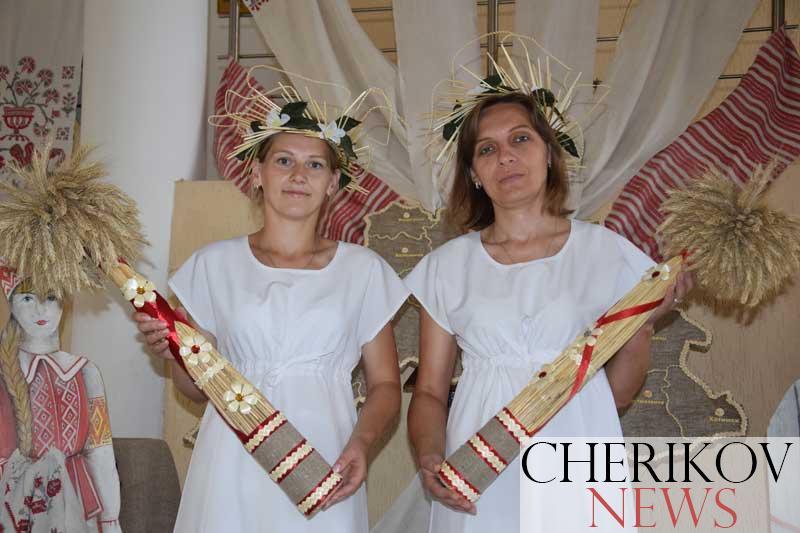 Региональный пленэр мастеров по соломоплетению стартовал в Черикове. Фото