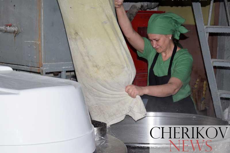 «Наше преимущество — в натуральности», — говорят работники производственного участка Чериковского райпо о своей деятельности