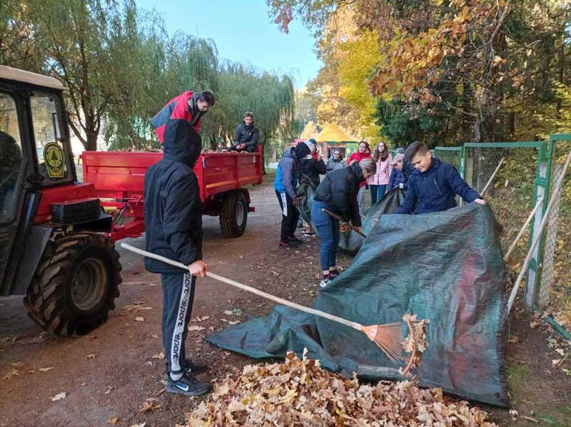 Школьники и педагоги средней школы №1 приняли участие в республиканской акции «Чистый лес»